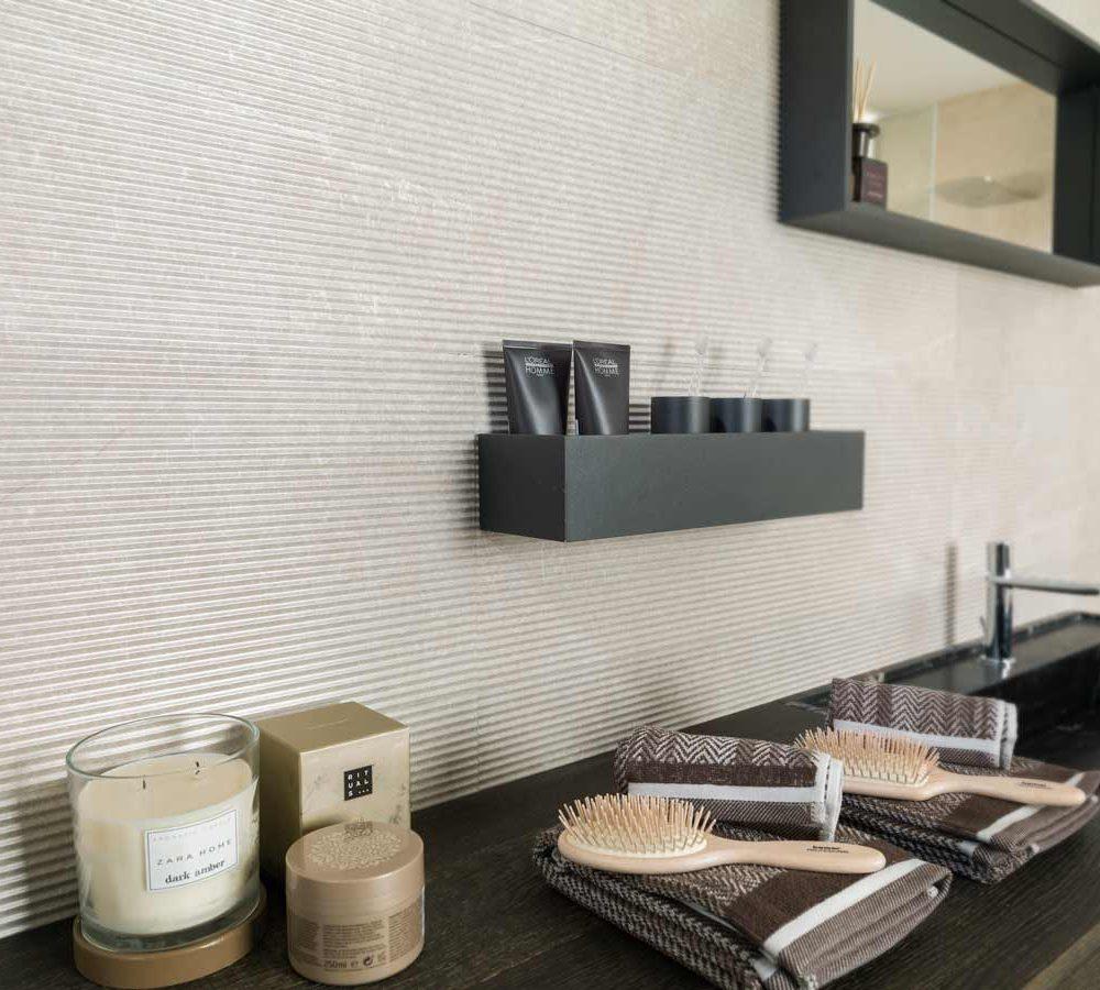 Satariano-Floor-and-Wall-Porcelanosa-Classic-bathroom-wall-tiling