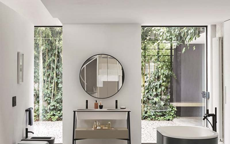 Satariano-Bathroom-Cielo-Classic-style-open-bathroom-with-an-monochrome-oval-bath