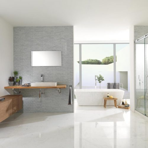 Satariano-Bathroom-L-Antic-Colonial-Classic-design-open-plan-bathroom-with-shower-and-bath