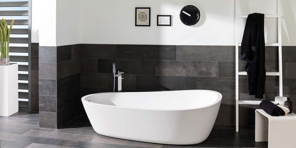 Satariano-Bathrooms-Urbatek-Modern-black-flooring-and-white-large-bath