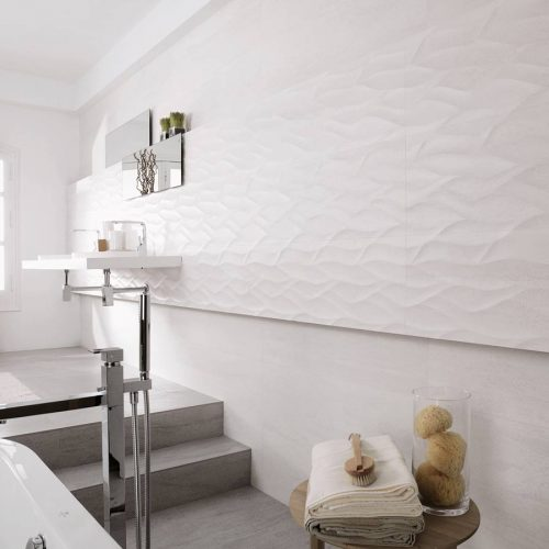 Satariano-Bathrooms-Venis-Classic-white-textured-walls-and-light-grey-steps
