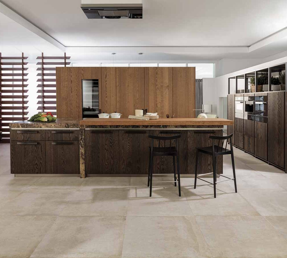 Satariano-Floors-and-Walls-Venis-Classic-beige-large-tiling
