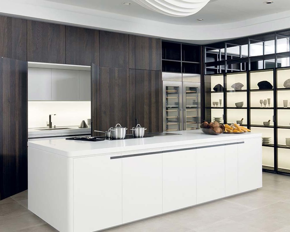 Satariano-Gamadecor-Kitchen-Classic-openplan-white-large-island