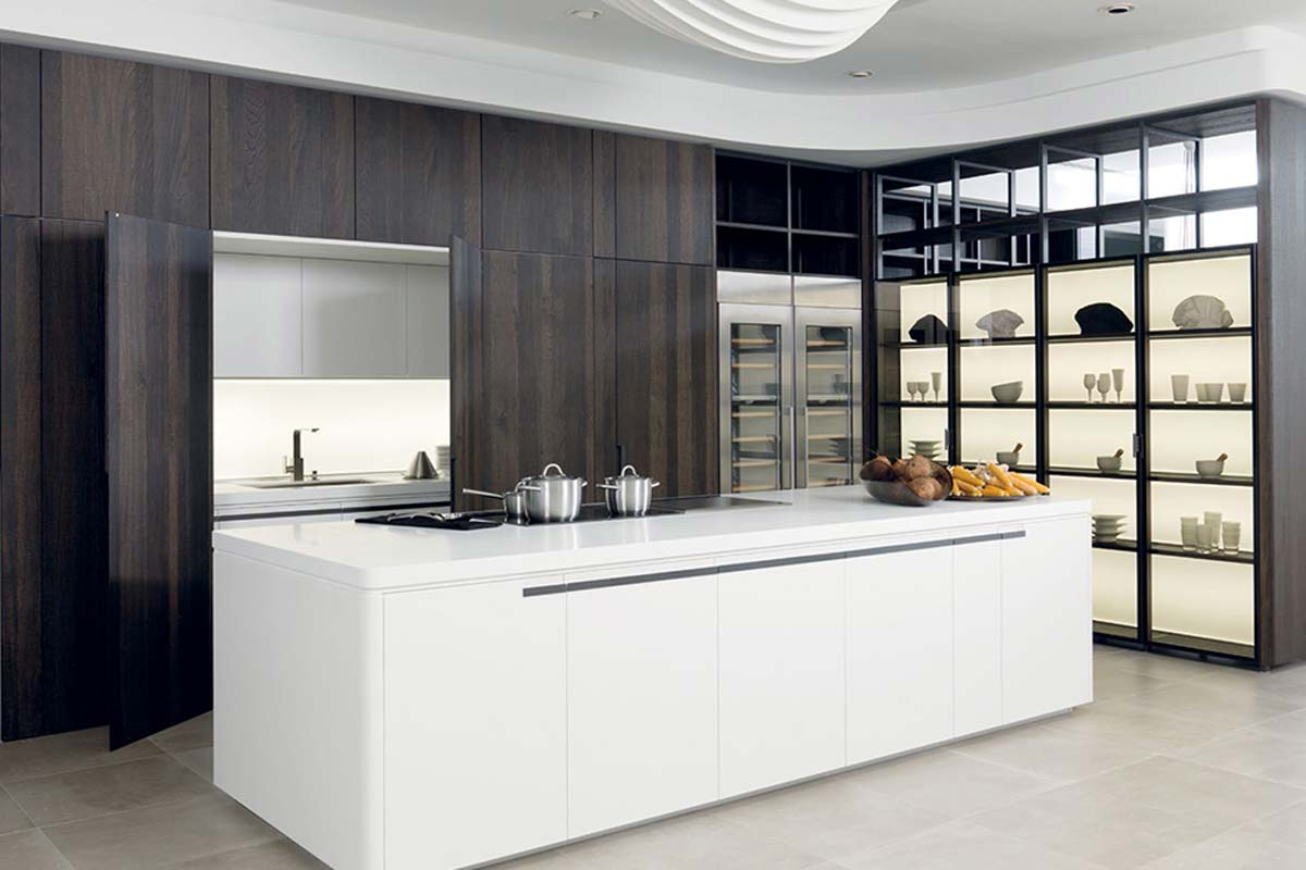 Satariano-Gamadecor-Kitchen-Classic-openplan-white-large-island