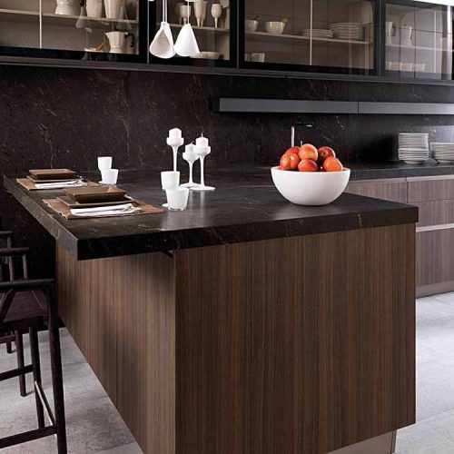 Satariano-Gamadecor-Kitchen-Modern-dark-wood-texture-and-dark-marble-on-wall-and-surface