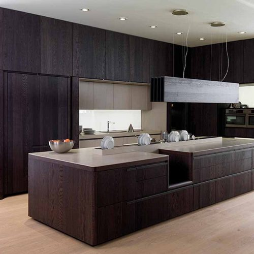 Satariano-Gamadecor-Kitchen-Modern-dark-wooden-texture-and-light-beige-surface