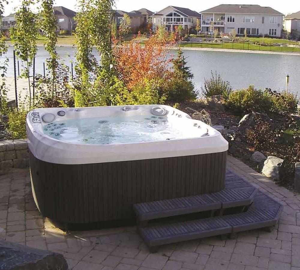 Satariano-Outdoors-and-Spa-Jacuzzi-outdoor-jacuzzi