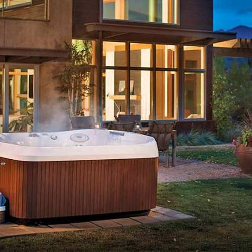Satariano-Outdoors-and-Spa-Jacuzzi-outdoor-jacuzzi-with-wooden-paneling