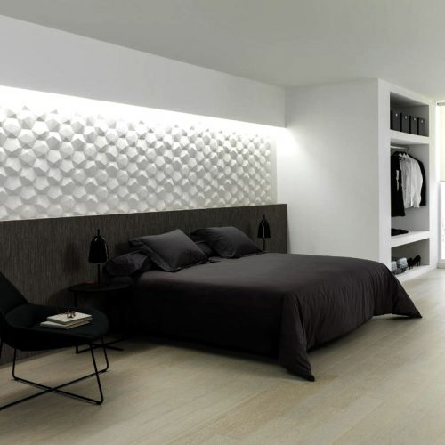 satariano-showrooms-category-bedrooms-classic-monochrom-bedroom-white-feature-wall