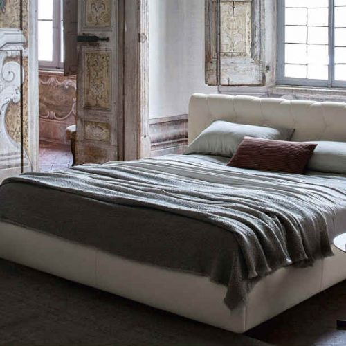 Satariano Bedrooms Poltrona Frau Classic beige bed