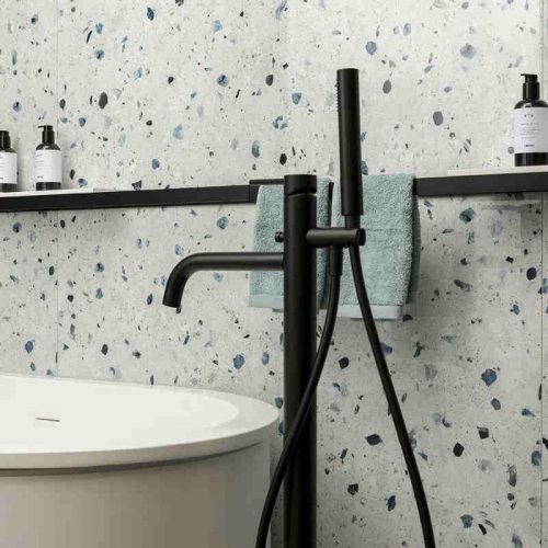 Satariano Floors and Walls Casa Dolce Casa Classic Bathroom white with blue pieces