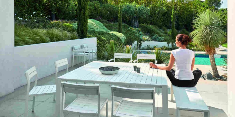 Satariano Outdoor and Spa Diphano outside white table and chairs